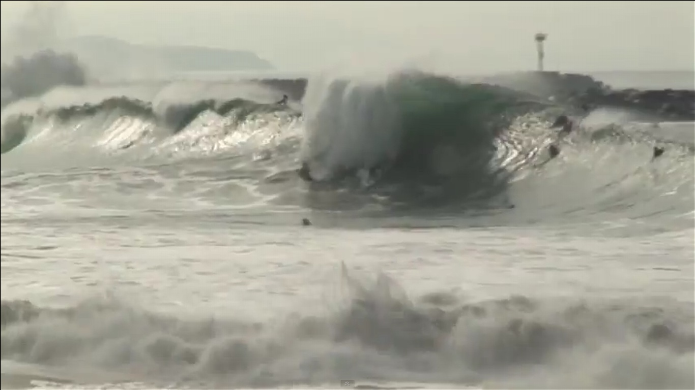 VIDEOS FROM TODAY: The Wedge goes off! Newport Beach #SurfReport