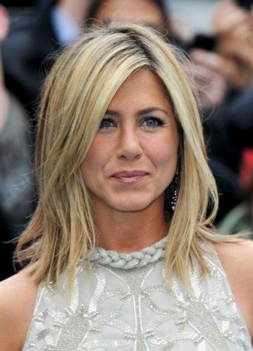 Jennifer Aniston hurt in surfing accident