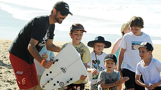 Kelly Slater kicks kids off his board