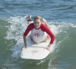 NAOMI WATTS SURFING 3