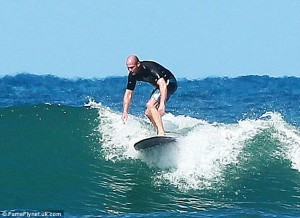Action star Jason Statham carves up some waves on his surfboard during his Hawaiian holiday #Hawaii #UK #Hollywood